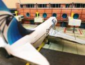 """""""عبد الرحمن"""" شاب يبدع فى صناعة مجسمات الطائرات والمطارات بالفلين والخشب"""