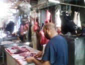 """صور.. رواج مهنة الجزارة فى دمياط والاستعانة بالسيدات لتنظيف """"الكوارع"""""""