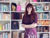 للنساء فقط.. صحفية تؤسس مكتبة نسوية وتجمع الطبعات الأولى للكاتبات لهذه الأسباب