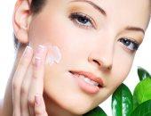لبشرة ناعمة وصافية.. 7 خطوات من خبراء التجميل