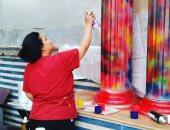 """صور.. """"ميرنا عادل"""" تحول الجدران برسوماتها للوحات فنية"""