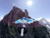 رجل يقفز من أعلى جبل Eiger باستخدام بدلة طائرة متطورة