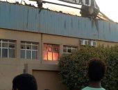 النيابة تعاين موقع حريق مصنع مكاتب بالسلام للوقوف على أسباب الحادث