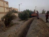 صور- تدعيم خط مياه قرى عزب القصر ومد خط فايبر لمدرسة غرب الموهوب بالداخلة