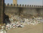 قارئ يستجيب لليوم السابع ويرسل صورا لإزالة القمامة بمسجد عمرو بن العاص فى موعدها اليومى