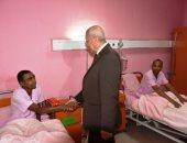 محافظ أسوان يزور المرضى بالمستشفيات لتقديم التهنئة بالعيد.. فيديو وصور