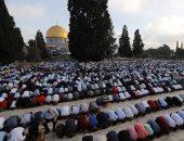 """25 ألفا يؤدون الجمعة برحاب """"الأقصى"""" رغم إجراءات الاحتلال المشددة"""