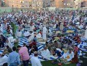 قارئ يشارك بصلاة عيد الأضحى بملعب قرية دكرنس بمحافظة الدقهلية