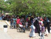 صور.. المصريون يواصلون احتفالاتهم بحديقة الأزهر فى ثالث أيام العيد