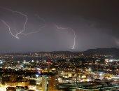صور.. البرق يضرب مدينة زيورخ فى سويسرا