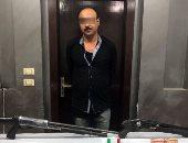القبض على صاحب محل وبحوزته 2 بندقية وطبنجة ومخدرات بالمعصرة