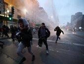 صور.. اشتباكات فى تشيلى بين الشرطة ومحتجين على قانون عمال الشباب