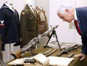صور.. نائب الرئيس الأمريكى يزور المتحف الوطنى للحرب العالمية الثانية