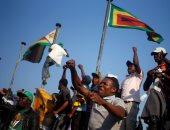 صور.. أنصار الرئيس الزيمبابوى يحتفلون بفوزه فى الانتخابات الرئاسية