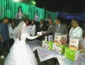 """توزيع هدايا على عرسان """"فرح مصر"""" بتنظيم محافظة القاهرة"""
