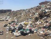 قارئ يرصد بالفيديو تلال القمامة بشارع جسر السويس