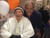 الولد سر أبيه.. ميل جيبسون يحتفل بعيد ميلاد والده الـ 100