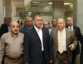 محافظ كفر الشيخ يحيل 227 طبيبا وممرضا للتحقيق.. ودعم المستشفى العام بجهازى تعقيم