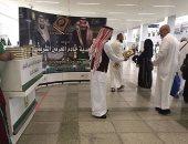 صور.. توزيع مصاحف هدية من خادم الحرمين على ضيوف الرحمن بالمسجد النبوي