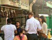 """ابن بلد أصيل.. سفير بريطانيا عن الأكل الشعبى المصرى: """"اختراع يا كوتش"""""""