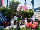 صور.. أمريكا تنكس الأعلام وتنشر الورود حزنا على وفاة السيناتور جون ماكين