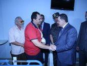 صور.. وزير الداخلية يزور أبطال الشرطة بعد إحباطهم محاولة اقتحام كمين العريش