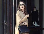 إنجلينا جولى في نيويورك ممسكة بحقيبة بـ 2650 جنيه استرلينى
