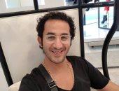 """تعرف على سر ابتسامة أحمد حلمى أثناء الـ """" شوبينج"""""""