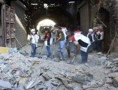 """صور.. سوريون يتطوعون بحملة """"سوا بترجع أحلى"""" لإعادة الحياة لمدينة حلب"""
