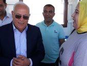 صور.. محافظ بورسعيد يلتقى مواطنين بمعدية بورفؤاد ويؤكد على تقديم أفضل الخدمات