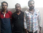 القبض على 3 عاطلين لسرقتهم هاتف محمول من طالب تحت تهديد السلاح بالنزهة