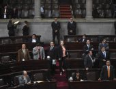 صور.. برلمان جواتيمالا يناقش رفع الحصانة عن الرئيس لمواجهة مزاعم الفساد ضده