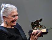 صور.. مهرجان فينسيا يمنح فانيسا رديجريف جائزة الأسد الذهبى لإنجاز مدى الحياة
