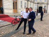 """صور.. جولة بالدراجات لـ""""ماكرون"""" ورئيس وزراء الدنمارك فى كوبنهاجن"""