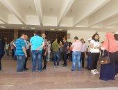 صور.. أولياء أمور 200 طفل يطالبون بتوفير أماكن لأبنائهم بالمدارس