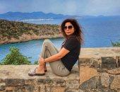شبشب وتيشيرت وبحر.. شاهد إليسا بدون مكياج فى أحدث صورها باليونان