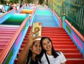 """272 درجة سلم بألوان زاهية تجذب السائحين أمام كهوف """"باتو"""" الماليزية"""