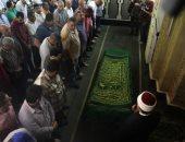 نقيبا الصحفيين والمحامين وسياسيون يشيعون جثمان القيادى اليسارى حسين عبد الرازق