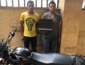 """ضبط متهمين بسرقة """" لاب توب"""" ودراجة بخارية بالموسكى"""