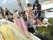 ضبط لانشات مخالفة وإزالة تعديات ببحيرة البرلس بكفر الشيخ
