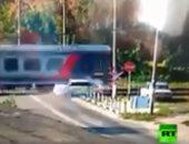 شاهد لحظة دهس قطار لسيارة ركاب بمحافظة كورسك الروسية