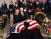 صور.. وصول جثمان جون ماكين لمبنى الكونجرس الأمريكى بواشنطن لبدء مراسم التأبين