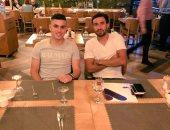 كريم حافظ فى نزهة مع تريزيجيه فى أحد مطاعم تركيا