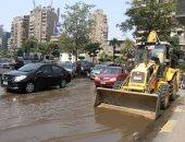توقف حركة المرور بشارع قصر النيل بسبب كسر ماسورة مياه