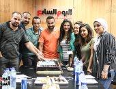 """صور.. أسرة """"اليوم السابع"""" تحتفل بنجاح """"الكويسين"""" مع أحمد فهمى"""