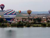 بالونات الهواء الساخن تزين سماء التشيك ضمن بطولة المناطيد