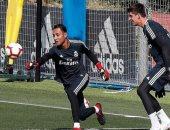 مدرب ريال مدريد يحسم الصراع بين نافاس وكورتوا