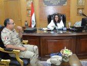 محافظ دمياط تستقبل مدير المستشفى العسكرى لتلقى التهنئة لتوليها المحافظة