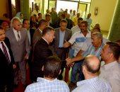 صور.. العاملون بديوان محافظة بنى سويف يستقبلون المحافظ الجديد بالزغاريد