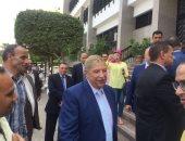 فيديو وصور.. محافظ الإسماعيلية السابق يصل الديوان العام لتسليم الجديد